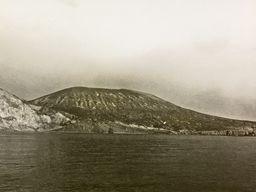 Historisches Foto des Tsingrado-Vulkans. (c) Immanuel Friedländer 1923 / ETH-Zürich