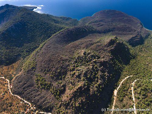 Der berühmteste Lavadom der Vulkanhalbinsel Methana befindet sich neben dem Dorf Kameni Chora (c) Tobias Schorr