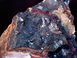 Das Manganerz Psilomelan wurde früher im Bergwerk Vani gefördert. (C) Tobias Schorr
