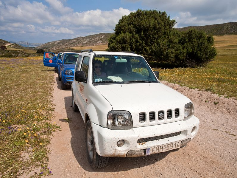Auch in der Kaldera des Tsingrado-Vulkans sind NUR 4x4-Jeeps erlaubt! Die Piste ist sandig und steinig und NICHT für normale Mietwägen geeignet! (c) Tobias Schorr